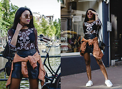 Wallace Yolicia - Na Kd Lacing Bomber Jacket Lacing Bomber Jacket, Rebecca Taylor Snakeskin Embossed Leather Mini Skirt, Na Kd Seventies Sunglasses, H&M Printed Flower Transparent Top, Chloé Faye Leather And Suede Clutch - KEEP IT SIMPLE, CASUAL BUT COOL