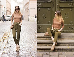 Ania Pałka - Stradivarius Pants - Beige and khaki