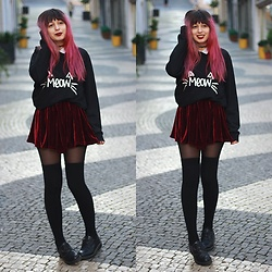 Filipa Lopes - Red Velvet Skirt, H&M Over The Knee Black Socks, H&M Black Shoes, Cndirect Meow Sweatshirt - Velvet is everything