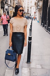 Mirjam - H&M Wildleather Crop Top, H&M Leather Skirt, Zac Posen Bag, Mango Sunnies, H&M Flats - Barcelona streetstyle