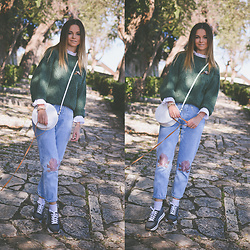 Tamara Bellis - Zaful Jeans, Handmade Sweater, Wholesale7 Blouse, Pull & Bear Sneakers - Old School