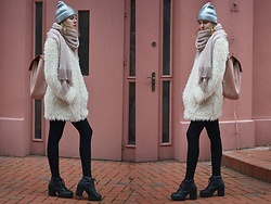 Anna Hasiak - Zara Silver Hat, Reserved Furry Coat, Zara Pink Backpack, New Look Platform Boots, H&M Pink Scarf - Just pink of it