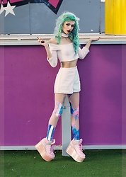 Alina Kireyeva - Yru Mermaid Qozmo Shoes, Esqape Acid Leggings, Melonhopper Cute Shorts, Melonhopper Choker Kawaii Top - Kawaii babe?
