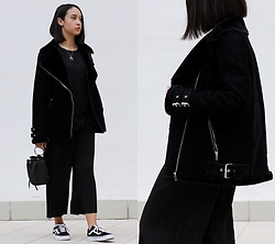 Esther L. - Missguided Black Shearling Pilot Jacket, Zaful Silver Horn Necklace, Zaful Metal Ring Bag, Vans Old Skool, Romwe Black T Shirt, Romwe Pleated Culottes Pants - SHEARLING PILOT JACKET