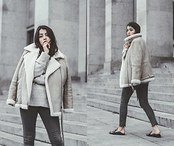 Maria Galvão de Sousa - Topshop Shearling Jacket, Zara Sweater, Gamiss Shoes - ROOMS FILLED WITH LIGHT
