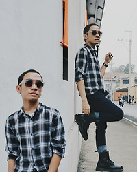 Janusz Ulpindo - H&M Long Fit Flannel Shirt, Dr. Martens Docs, Uniqlo Jeans, Cotton On Shades - Intra