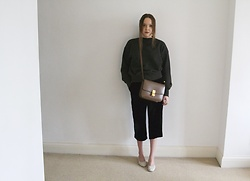 Lauren Woodward - Amomento.Kr Sweater, Cos Velvet Trousers, Maryam Nassir Zadeh Shoes - Winter sweater