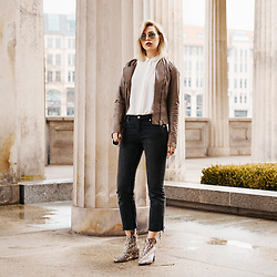 Masha Sedgwick - Weekday Jeans - The Brown Leatherjacket