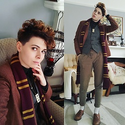 'Olly Rose -  - Wizarding Professor