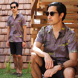 Michael - Ray Ban Clubmaster Round, Marc By Jacobs Hawaiian Shirt, Sperry Topsider - Hawaiian December