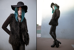 Kyris Kat - Bamboo Buckle Boots, Skinny Fit Zipper Pants, H&M Long Sleeve Lace Up Top, Faux Fur Vest, H&M Wide Brim Hat, Midnyte Fantasy Clear Choker - Blackout