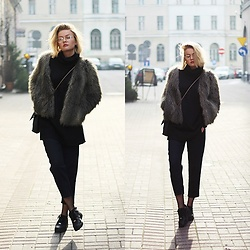 Paulina Dworakowska - Wearmepro Glasses, H&M Fur, Nike Air Force 1 - Simple