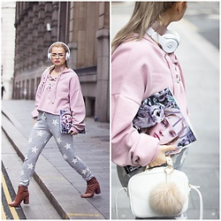 Andra Vaida - Bershka Tie Cropped Sweatshirt, New Look Star Joggers, Beats By Dre Wireless Headphones, Zara Pom Pom - Casual Weekend