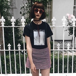 Amelia Goldie - Komono Glasses Sunglasses, Ebay Slowdive Band Shirt - Slowdive.