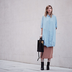 Jana Wind - Cos Bluse, Sophie Hulme Bag - Pastel in Winter