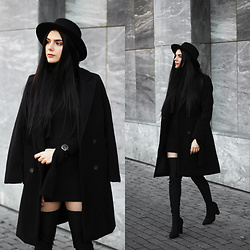 CLAUDIA Holynights - Romwe Coat, Forevermodo Kint Dress, Ego Glitter Boots - Black