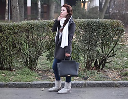 Jelena - Zara Gray Coat, Zara Wool Scarf, Zac Posen Leather Bag, Paige Denim Skinny Jeans, Ugg Boots - Casual winter