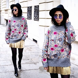 Elizabeth -  - EMBROIDERED SWEATER