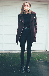 Agnija - H&M Black Trutleneck, H&M Black Jeans, H&M Coat - Winter black