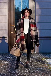 Anna Puzova - Cndirect Hat, Capriola Coat, Sammydress Sweater, H&M Pants, Vagabond Shoes, Fiorelli Bag, Dresslily Shawl - Tartan Shawl + Scalloped Sweater