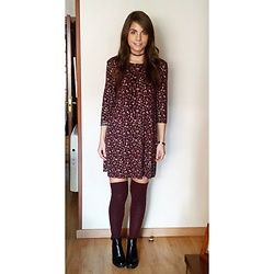 Andrea Ávila - Pull & Bear Floral Dress, Calzedonia Over The Knee Socks, Stradivarius Boots - Christmas day