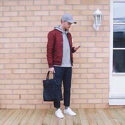 Erik Thorell - River Island Cap, H&M Jacket, River Island Hoodie, Nn07 Trousers, Cortefiel Tote Bag, Filippa K Socks, Common Projects Sneakers - Red And Grey (IG: ERIKINGR)