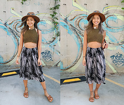Jessica Tran - Vintage Graphic Print Accordian Skirt, Urban Outfitters Lace Up Tan Sandals, Vintage Green Crotchet Top - Summer Throwback
