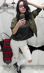 Patrícia Vieira - Mango Bomber, Stradivarius Sweat, Mango Ripped Jeans, Vans Boots, Pull & Bear Scarve - Sometimes a Waiting Room