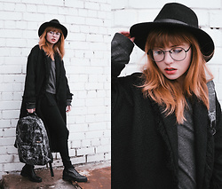 Kristina Magdalina - Wearme Pro Sunglasses, Wholesale7 Coat, Sammydress Pants, Oribagu Backpack - ORIBAGU BACKPACK.