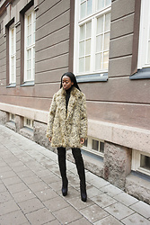 Sylvie Mus -  - Fur coat and boots