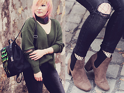 Anca Varsandan - Zaful Choker Sweater, Zaful Backpack, Primark Boots, Zaful Bracelet, Gatta Fishnets - Greenery