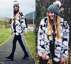 Marta M - Romwe Fur Coat, Primark Beanie - BLACK AND WHITE