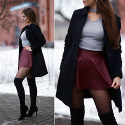 Ariadna Majewska - Grey Choker Top, Wine Red Mini Leather Skirt, Na Kd Suede Long Boots - Winter