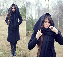 Isabel O - New Yorker Coat, Pull & Bear Scarf, Black Leaves Ring, Leather Boots - I Follow Rivers