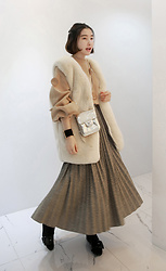 Miamiyu K - Miamasvin Faux Fur Open Front Vest, Miamasvin Glittered Accordion Pleated Midi Skirt - Cream