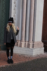 Elisa Bochicchio - Underground Shoes, Calzedonia Tights, United Colors Of Benetton Coat, Tally Weijl Hat - Made in the 90s