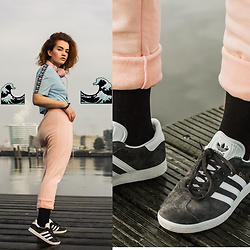 Rachel Ecclestone - Jd Pastel Trackstuit Pants, Adidas Grey, Adidas Crop Top - WAVE