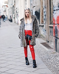 Laura Simon - River Island Black Gold Bootd, Topshop Red Pants, Valentino Black Gold Bag, Zara Animal Print Leo, Puma White Fishnet Shirt, Dior Green Gold, Urban Outfitters Black Choker - Fashion Week Outfit