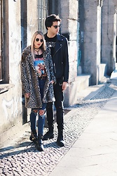 Laura Simon - Na Kd Black Choker, Ray Ban Gold Round, Zara Leo Coat, Amazon Bandshirt Iron Maiden, Dr. Denim Ripped Jeans, Asos Black Fishnettights, River Island Cut Out Boots - Leo coat / Berlin Fashion Week