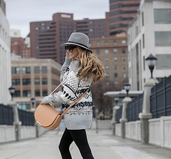 Lauren Recchia - Rag & Bone Fedora, Current/Elliott Boyfriend Sweater, Cuyana Saddle Bag - Boyfriend Sweater