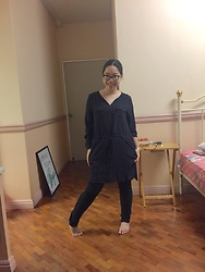 Christa U. - Seeing Spots, Uniqlo Leggings - Let's pose like no one's watching