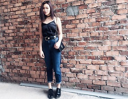 Tess Lively - H&M Siok Top, Topshop Mom Jeans, Dr. Martens Shoes - Mom Jeans