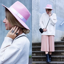 The Blonde Bliss - Miu Bag, The Blonde Bliss Hats Hat, All Details On - All shades of pink