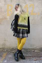 Elisa Bochicchio - United Colors Of Benetton Skirt, Camaieu Backpack, Calzedonia Tights, American Eagle Outfitters Boots - Lime