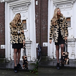 Frederique - fablefrique.com -  - Leopard fluffy coat