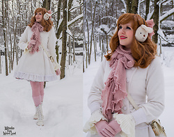 Mitsuko † from Weird Land - Bodyline Coat, Antaina Boots, Metamorphose Hair Accessory - The snowy forest of Narnia