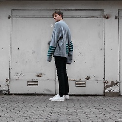 Jelto Witzel - Weekday Sweater, Adidas Sneaker, Dr. Denim Jeans - Line up