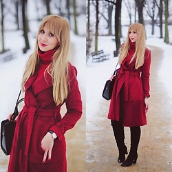 Kasia G. - Daniel Wellington Watch - Maroon coat