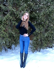 Dasha - Levi's Navy Blue Jeans, Zara Black Cardigan - Simple is chic