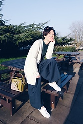 Yueming - H&M Scarf, Uniqlo Sweater, H&M Top, Weekday Wide Legs, Redley Bag - Spring is coming